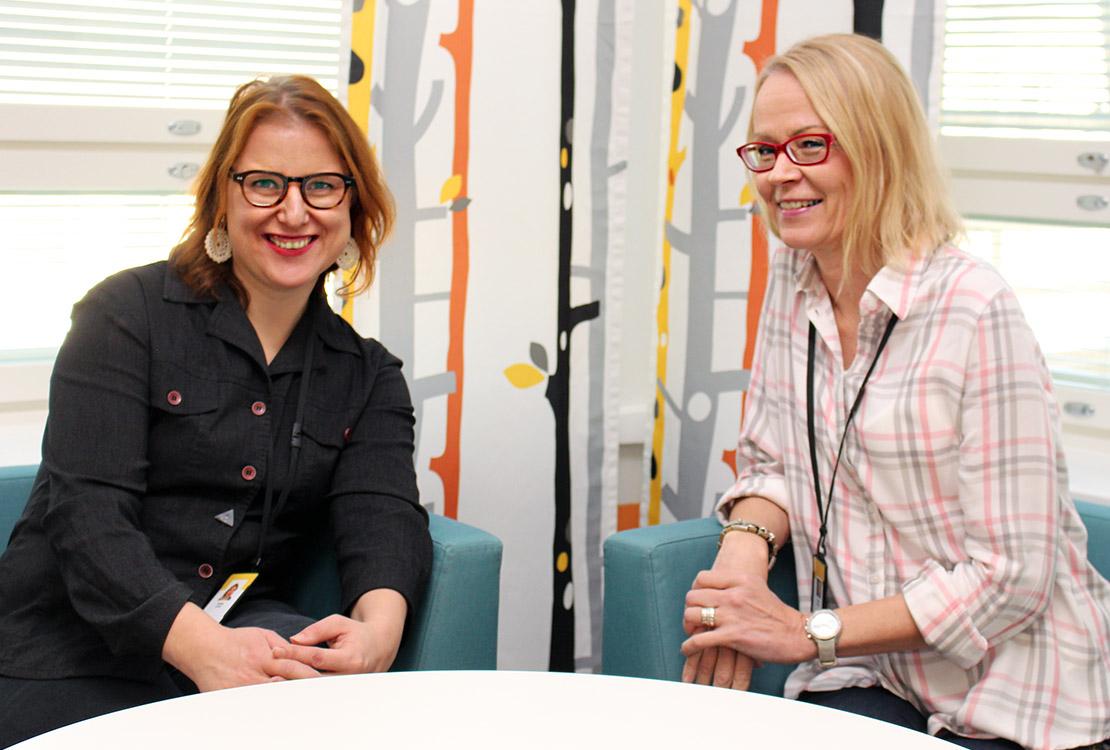 Kuvassa vas. Hanna Lampi ja Terhi Ojala, jotka suunnittelivat Valterin ja Helsingin yliopiston tutkijatapaamista.